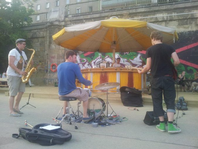 Schirmbar Band