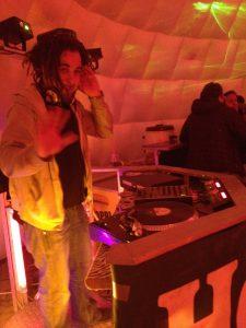 DJ im Iglu